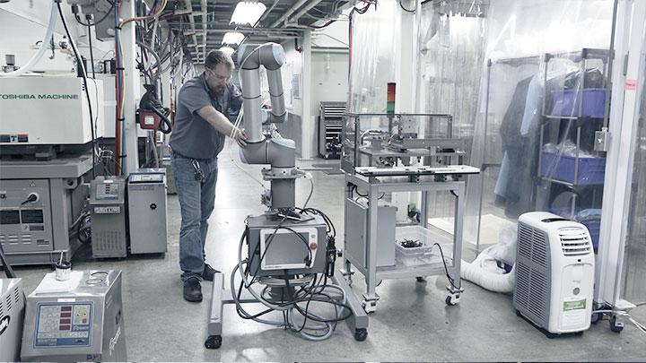 Flexibilný kolaboratívny robot Dynamic Group