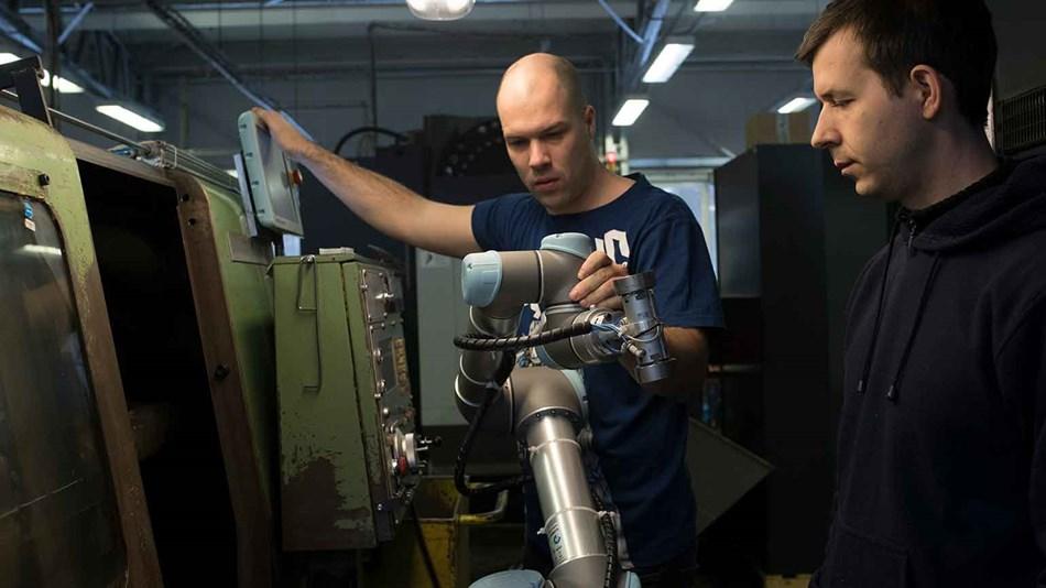 obsluha CNC s Universal robots