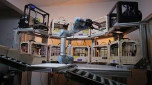UR obsluhuje 3D tlačiarne