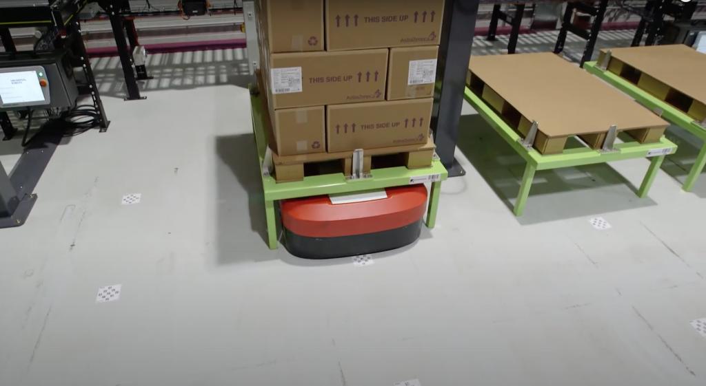 Odvoz plnej palety pomocou AGV