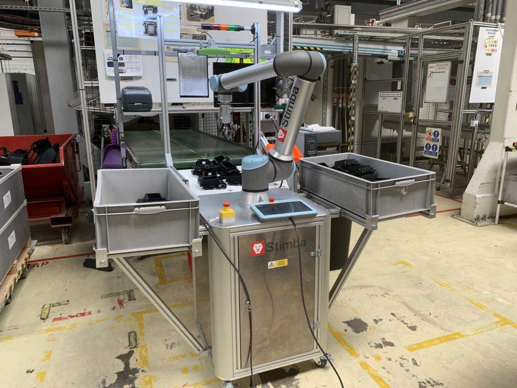 Presunuteľný robot Universal robots UR10e s 3D kamerou Pickit3D